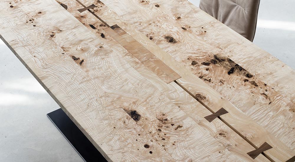 Scholtissek Tische mit starker Maserung