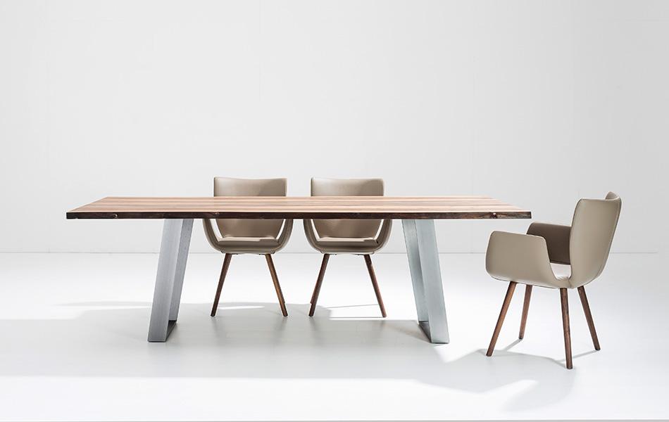 Scholtissek Tisch KANTARA · Stühle KASAAR